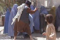 Taliban_beating_women