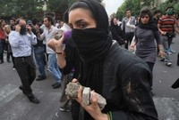 Iran_protesters_rocks
