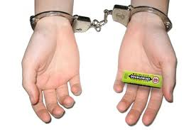 Stealing-a-pack-of-gum